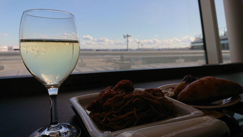 「羽田空港国際線にあるTIATラウンジ」のアイキャッチ画像