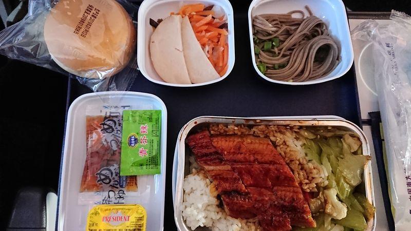 「中国南方航空エコノミー(羽田⇒広州⇒クライストチャーチ)の機内食や機内モニターを徹底レビュー!」のアイキャッチ画像