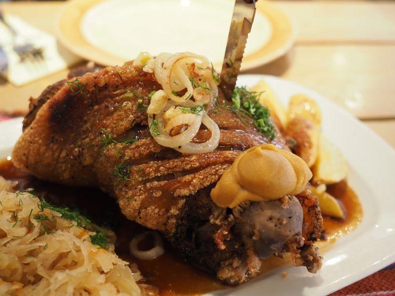 「タリン旧市街のレストラン【Kuldse Notsu Korts(Golden Piglet Inn)】」のアイキャッチ画像