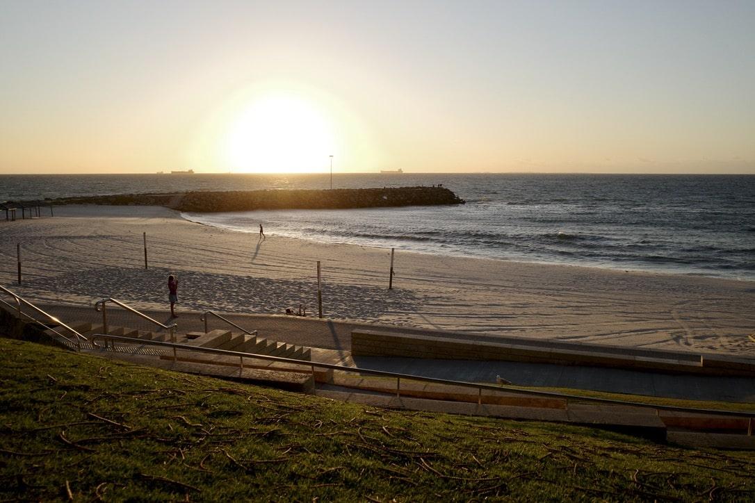 「パースでサンセットを見るならスカボロービーチ?それともコッテスロービーチ?」のアイキャッチ画像