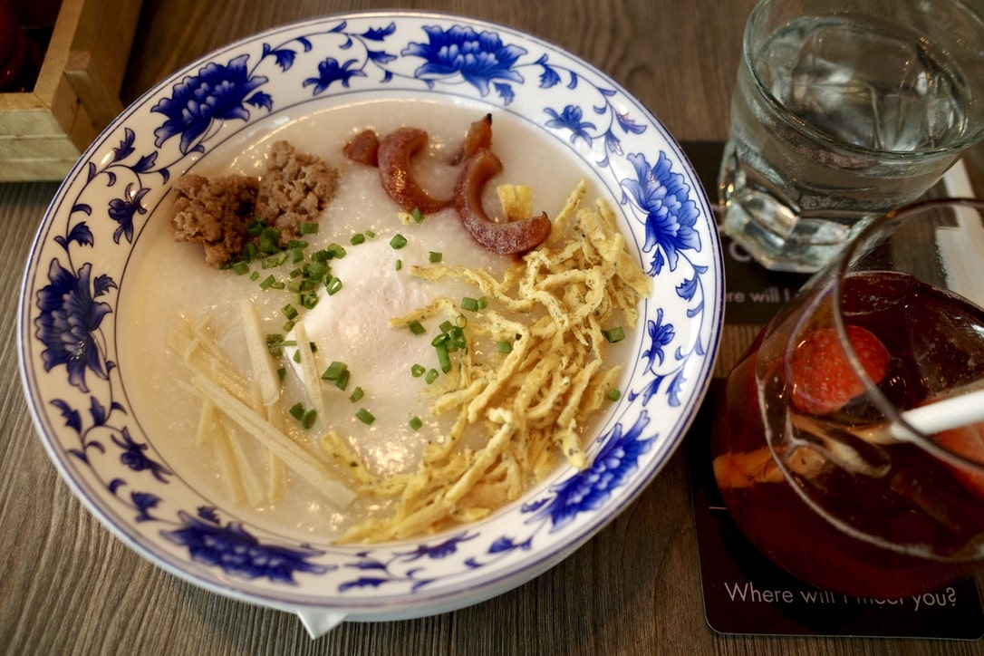 「バンコクのカフェ「THE COFFEE CLUB」で食べた身体に優しいお粥」のアイキャッチ画像